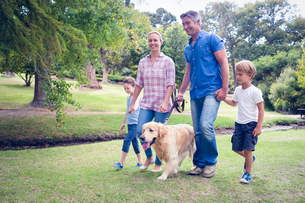 Happy family in the park with their dogの写真素材 [FYI00007934]