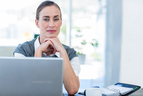 Thoughtful businesswoman looking at cameraの写真素材 [FYI00007982]