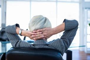 Wear view of businesswoman relaxingの写真素材 [FYI00008040]