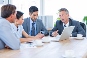 Business people speaking together during meetingの写真素材 [FYI00008057]
