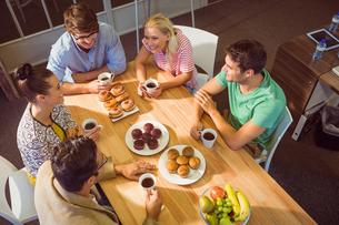 Business people having dessertの写真素材 [FYI00008141]