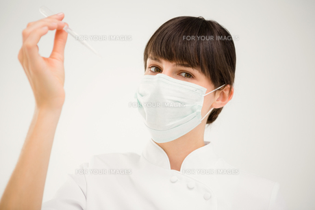 Nurse working with a maskの写真素材 [FYI00008222]