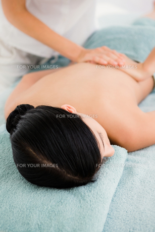 Attractive woman receiving back massage at spa centerの素材 [FYI00008253]