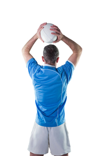 Rugby player about to throw a rugby ballの写真素材 [FYI00008649]