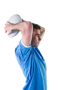 Rugby player about to throw a rugby ballの素材 [FYI00008651]