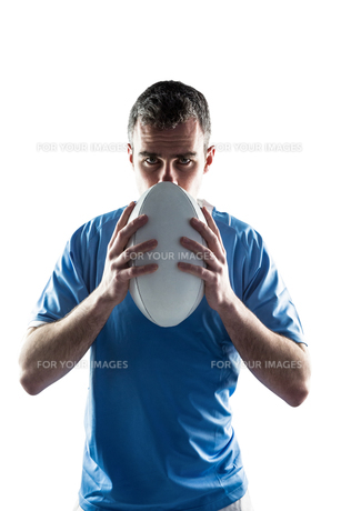 Rugby player holding a rugby ballの写真素材 [FYI00008652]