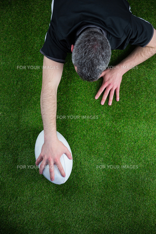 A rugby player scoring a tryの写真素材 [FYI00008683]