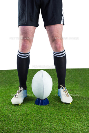 Rugby player ready to make a drop kickの写真素材 [FYI00008684]