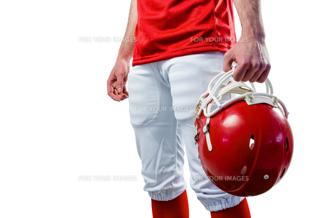 An american football player taking his helmet on her handの素材 [FYI00008689]