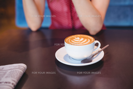 a cup of coffee on the tableの素材 [FYI00008702]