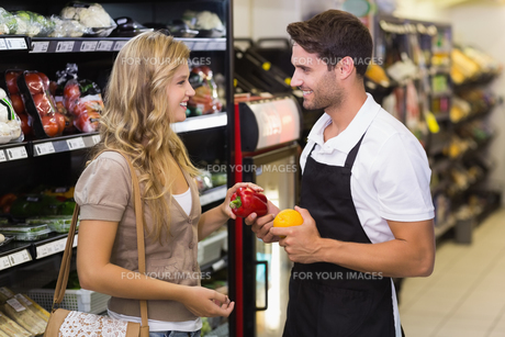 Smiling blonde woman buying a vegetablesの写真素材 [FYI00008805]