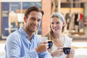 Cute couple drinking a coffee togetherの素材 [FYI00008937]