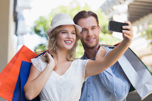 Cute smiling couple taking a selfieの写真素材 [FYI00008961]