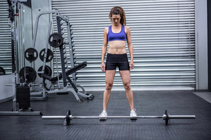 Muscular woman with barbellの写真素材 [FYI00009278]