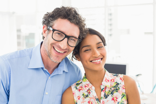 Portrait of a smiling casual young couple at workの写真素材 [FYI00009453]