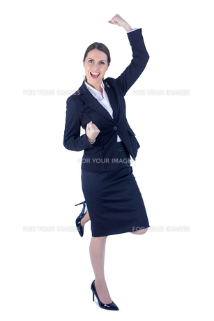 Pretty businesswoman doing a victory poseの素材 [FYI00009625]