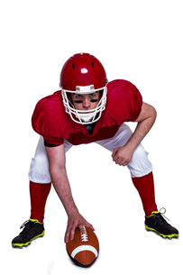 American football player in attack stanceの素材 [FYI00009640]
