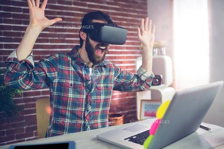 Surprised creative businessman wearing 3D video glassesの素材 [FYI00009669]
