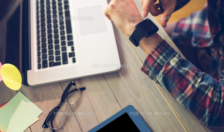 High angle view of businessman checking timeの写真素材 [FYI00009688]