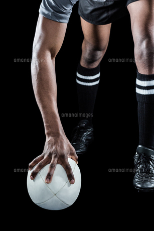 Low section of athlete holding rugby ballの写真素材 [FYI00009703]