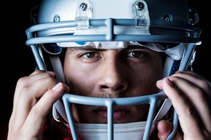 Close-up portrait of sportsman wearing helmetの写真素材 [FYI00009708]