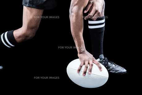 Low section of sportsman holding rugby ballの写真素材 [FYI00009712]