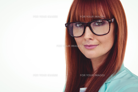 Portrait of a smiling hipster womanの写真素材 [FYI00009847]