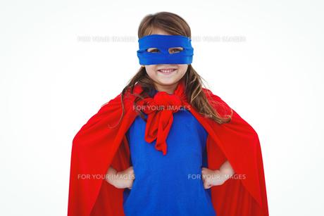 Masked girl pretending to be superheroの写真素材 [FYI00009871]