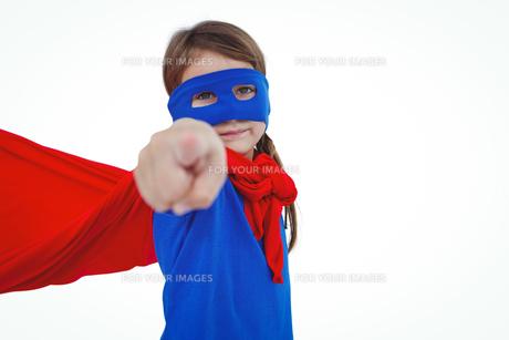 Masked girl pretending to be superheroの写真素材 [FYI00009880]
