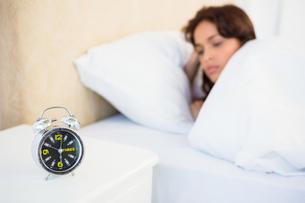 Sleepy woman in her bedの写真素材 [FYI00010086]