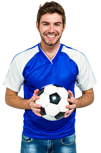 Portrait of happy man holding footballの写真素材 [FYI00010134]