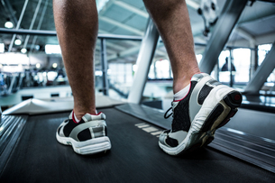 Cropped image of muscular man using treadmillの写真素材 [FYI00010173]