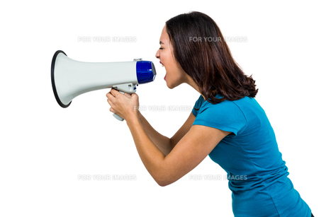Woman shouting through megaphoneの素材 [FYI00010211]