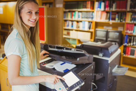 Smiling blonde student making a copyの写真素材 [FYI00010294]