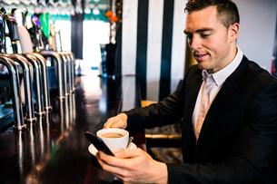 Businessman having a coffeeの写真素材 [FYI00010368]