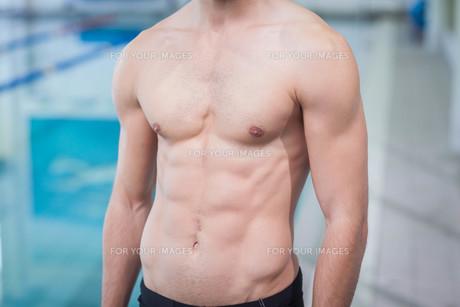 Handsome shirtless manの写真素材 [FYI00010444]