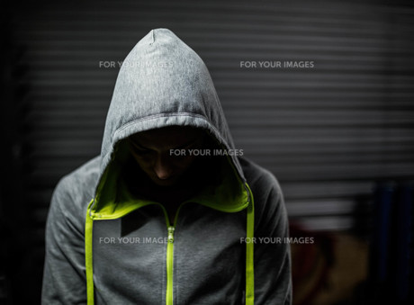 Athlete wearing hood with head downの素材 [FYI00010482]