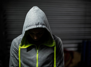 Athlete wearing hood with head downの写真素材 [FYI00010482]