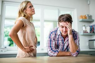 Upset couple having an argumentの写真素材 [FYI00010553]
