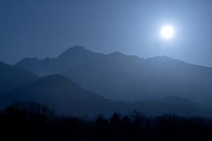 五龍岳月照の写真素材 [FYI00023526]