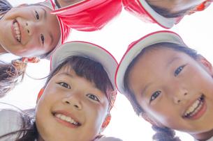 体操服を着た小学生の写真素材 [FYI00023784]