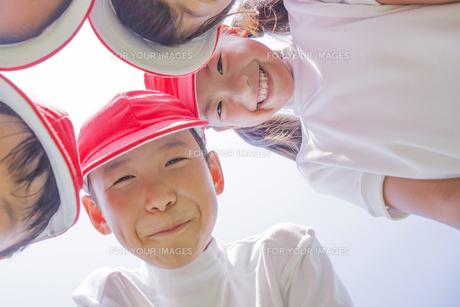 体操服を着た小学生の素材 [FYI00023785]