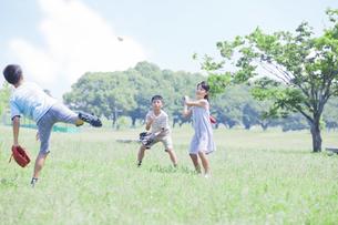 野球をする小学生の素材 [FYI00023793]