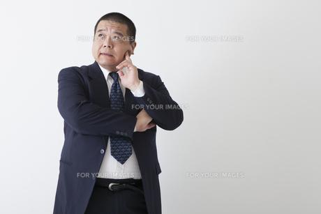 スーツを着た中年男性の写真素材 [FYI00023968]