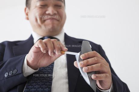 スーツを着た中年男性の写真素材 [FYI00023972]