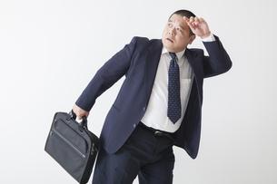 スーツを着た中年男性の写真素材 [FYI00023977]