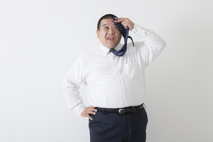 スーツを着た中年男性の写真素材 [FYI00023978]