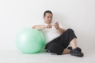 中年男性のダイエットの写真素材 [FYI00023994]