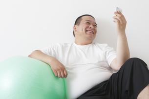 中年男性のダイエットの素材 [FYI00023998]