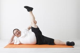 中年男性のダイエットの写真素材 [FYI00024012]